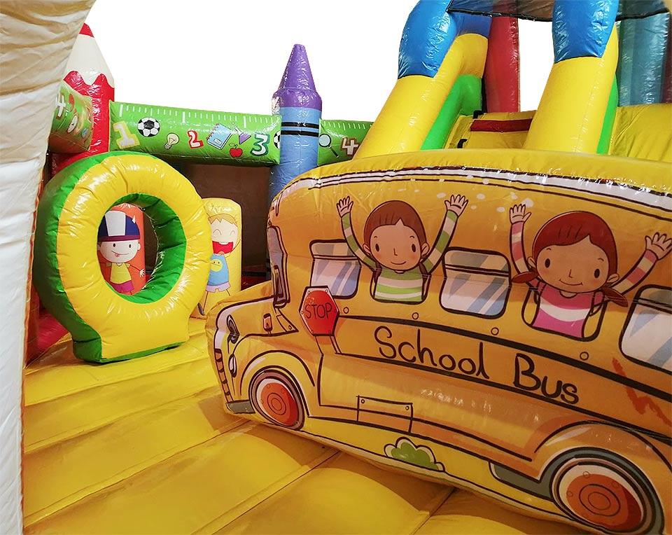 hinchable school interior