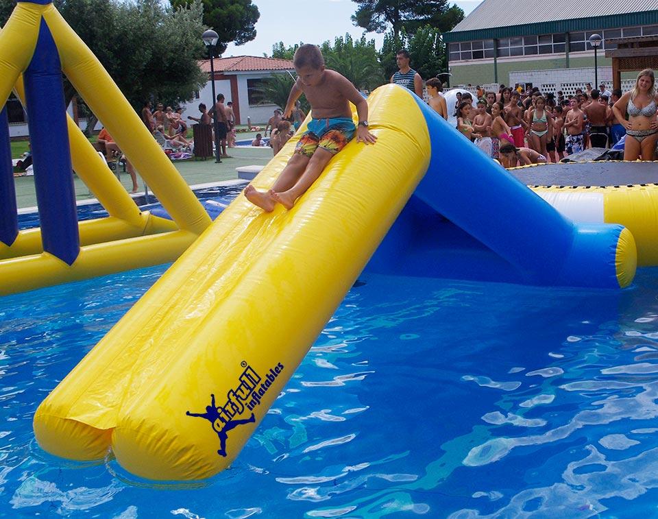 Tobog n hinchable acu tico venta de hinchables for Tobogan piscina segunda mano